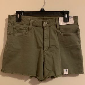 Arizona Juniors Size 13 Army Green Shortie Shorts
